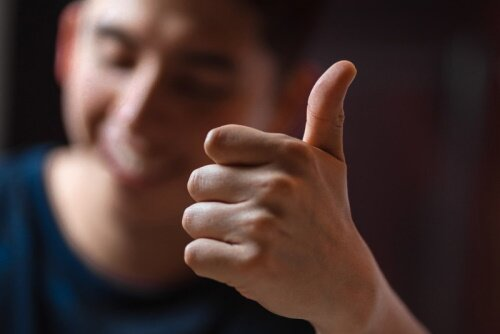 Picture of person giving thumbs up for tutoring.